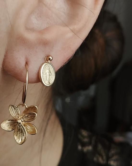 bijoux boucles d'oreilles puce medaille miraculeuse sainte vierge marie plaqué or petites créoles fleur