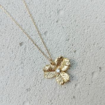 bijoux tendance collier plaqué or pendentif fleur zircon