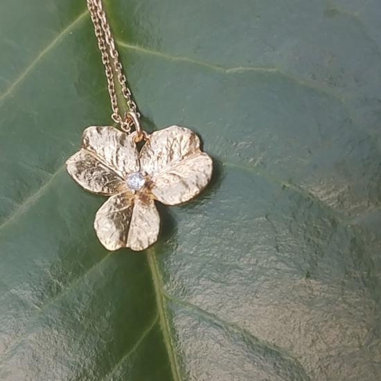 bijou tendance collier plaqué or pendentif fleur zircon