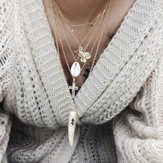 bijou tendance de créateur fait main bague chaine coeur plaqué or collier corne os cristal swarovski accumulation de colliers fait main