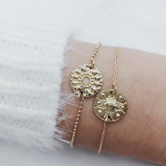 bijou tendance bohème plaqué or bracelet bille médaille soleil pierre gemme semi précieuse pierre de lune porté