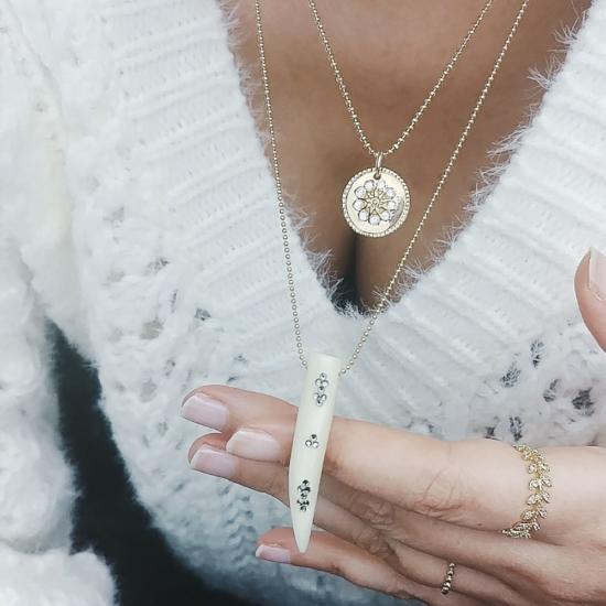 bijou tendance de créateur fait main plaqué or collier corne os cristal swarovski médaille main