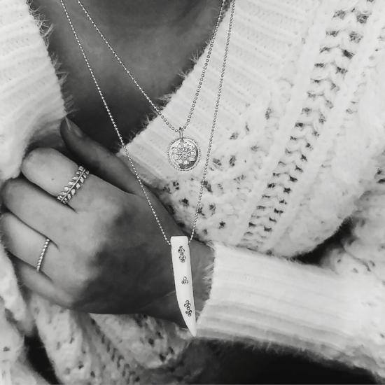 bijou tendance de créateur fait main plaqué or collier corne os cristal swarovski médaille noir et blanc