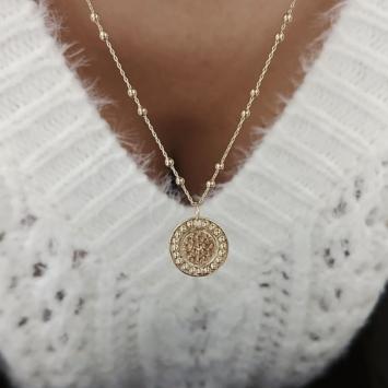 bijou tendance bohème collier plaqué or médaille soleil brillant chaine maille boules porté