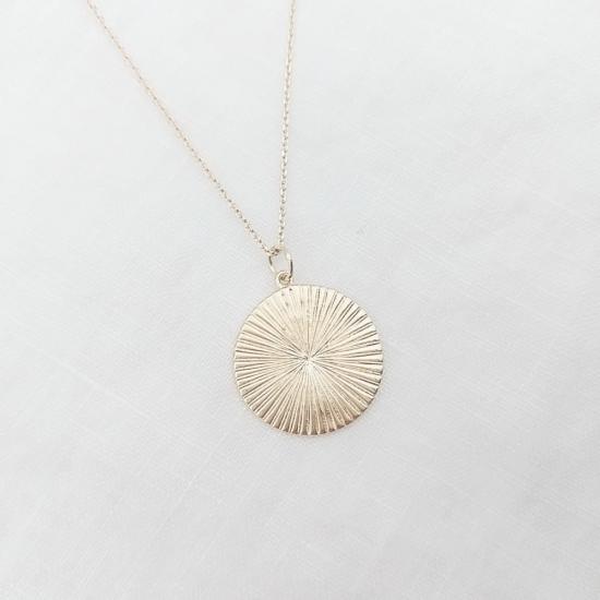 bijou tendance bohème collier plaqué or médaille soleil brillant