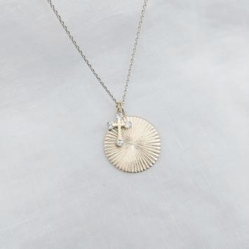bijou tendance bohème collier plaqué or médaille soleil brillant croix zircons