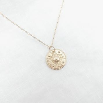 bijou tendance bohème collier plaqué or médaille soleil ethnique