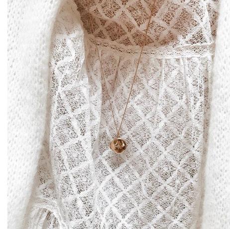 collier long sautoir plaqué or médaille médaillon photo étoile bijoux tendance blouse dentelle instagram apolline