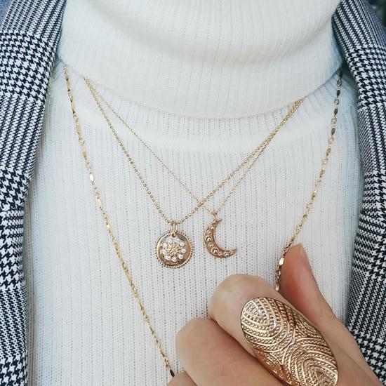 bijou tendance bohème collier plaqué or médaille soleil ethnique porté collier cravate médaille pendentif lune porté col roulé