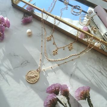bijou tendance bohème collier plaqué or perles carrées intemporel piece antique