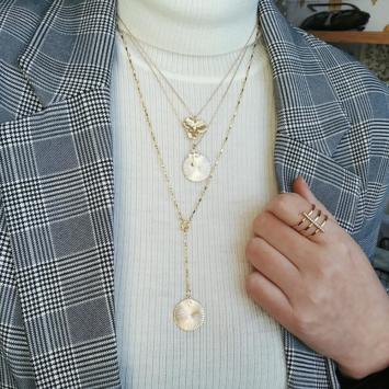 bijou tendance bohème collier plaqué or médaille soleil ethnique porté collier cravate médaille porté col roulé