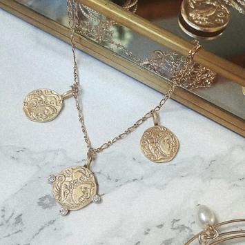 bijou createur tendance bohème collier plaqué or médaille pièce antique