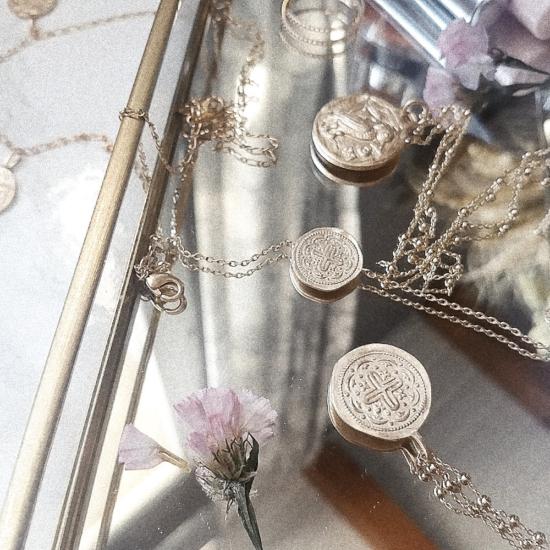 bijoux tendance collier bracelet médaille antique croix plaqué or
