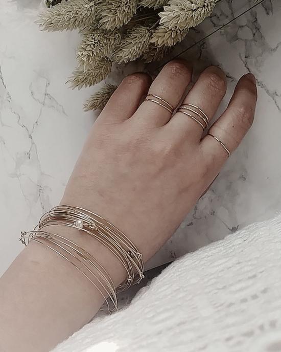 bijoux tendance de créateur fait main plaqué or bague anneaux fins et simples bracelets joncs
