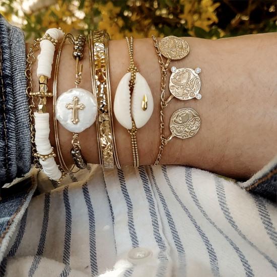 bijoux créateur tendance bohème 7 bracelet jonc semainier plaqué or coquillage cauri perle croix