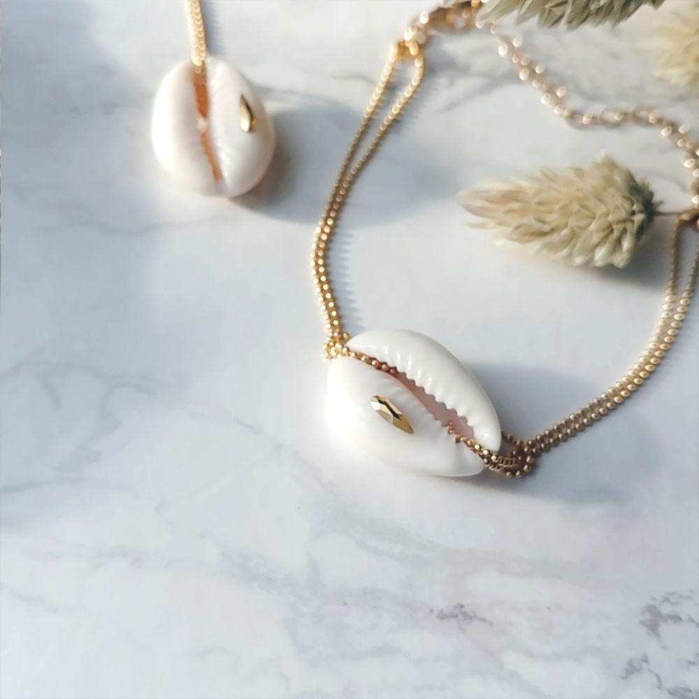 bijou tendance de créateur fait main plaqué or bracelet coquillage cauri  cristal swarovski