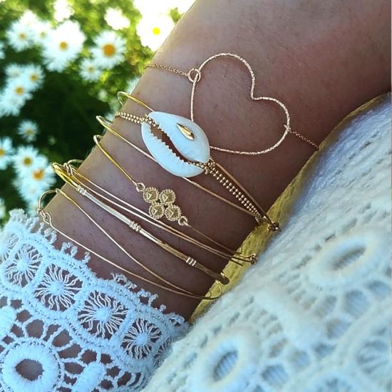 bijoux créateur tendance bohème bracelet jonc plaqué or coquillage cauri perle croix