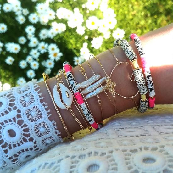 bijoux créateur tendance bohème bracelet jonc plaqué or heishi fluo surfer coquillage cauri perle croix