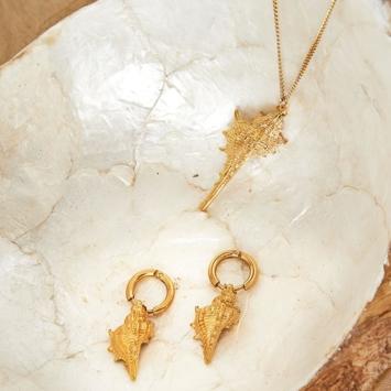 Boucles d'oreilles et collier coquillage plaqué or bijoux tendance été