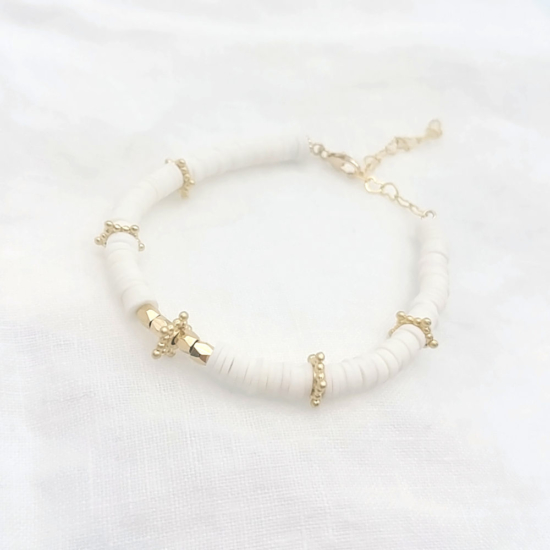 bracelet heishi surfeur blanc perles bohème plaqué or fait main créateur france