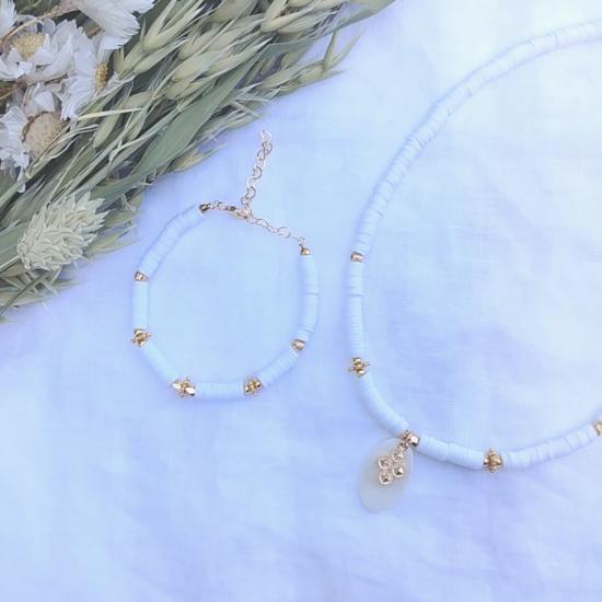 collier et bracelet heishi surfeur blanc pendentif croix perles bohème plaqué or fait main créateur france