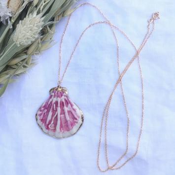 bijoux tendance été collier sautoir coquillage plaqué or