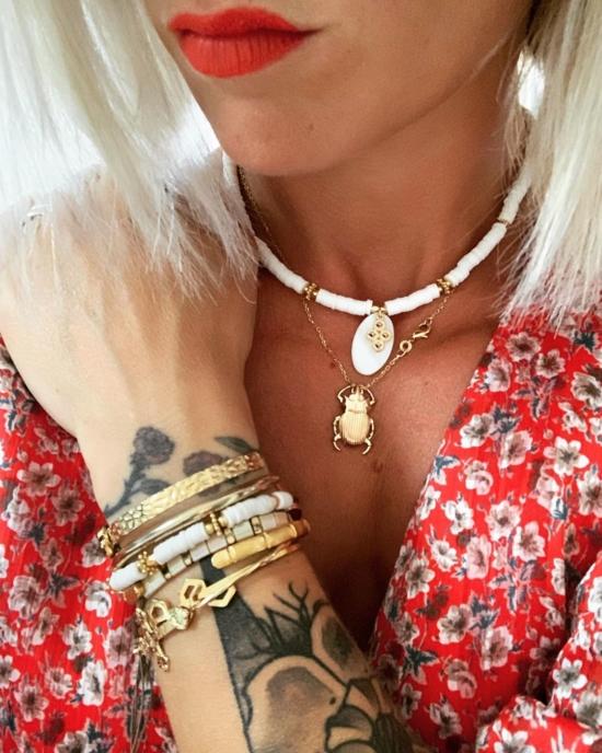 collier heishi surfeur blanc pendentif croix perles bohème plaqué or fait main créateur france médaille antique chouette plaqué or look instagram bijoux de l'été
