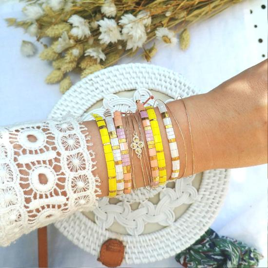 accumulation bracelets tendance perles en verre carrées japonaises miyuki or jaune rose blanc bijoux créateur france fait main
