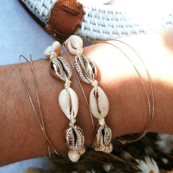bracelet tendance coquillage cauri doré macramé