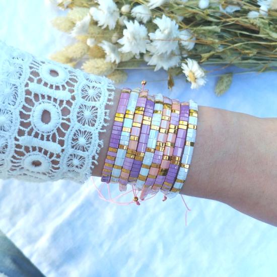 accumulation bracelets tendance perles en verre carrées japonaises or rose mauve violet bijoux créateur france fait main
