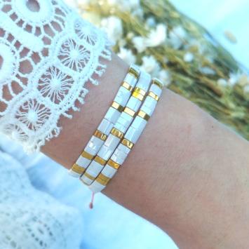 accumulation bracelets tendance perles en verre carrées japonaises or et blanc bijoux créateur france fait main