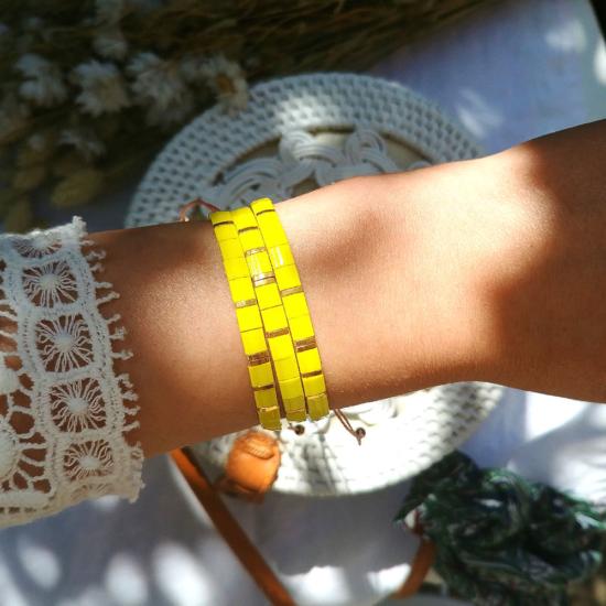 accumulation bracelets tendance perles en verre carrées japonaises miyuki or jaune bijoux créateur france fait main