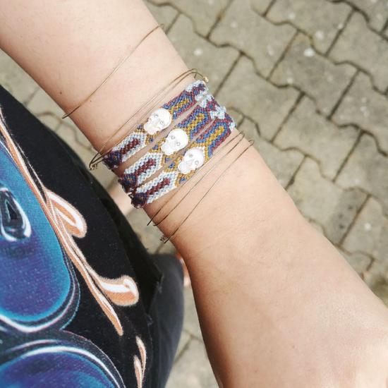 bracelet brésilien tendance été crane tête de mort nacre rose et strass