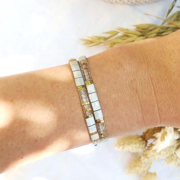 accumulation bracelets tendance perles plates en verre carrées japonaises miyuki gris et or bijoux créateur france fait main