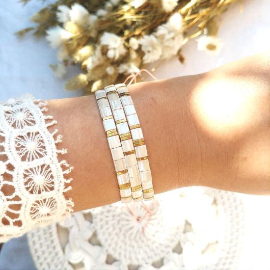accumulation bracelets tendance perles plates en verre carrées japonaises miyuki or et blanc crème ivoire bijoux créateur france fait main