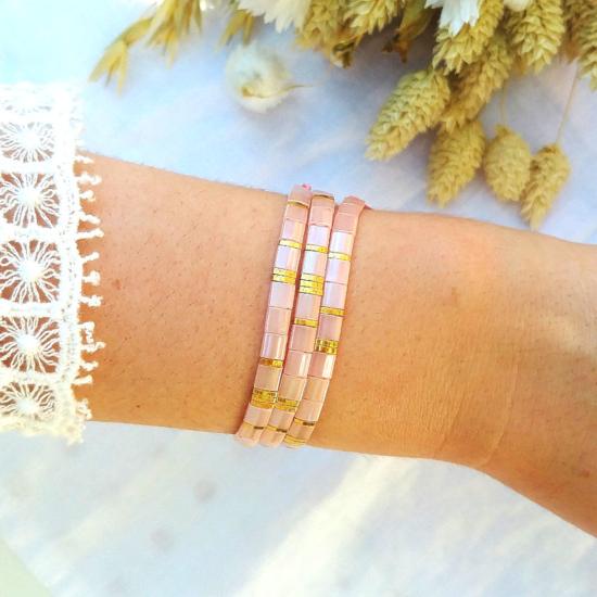 accumulation bracelets tendance perles plates en verre carrées japonaises miyuki or rose bijoux créateur france fait main
