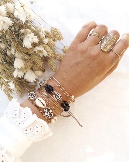 bracelets tendance coquillage cauri noir blanc imprimé léopard perles carrées plates japonaises en verrefait main joncs destroy bracelet néo bourgeoise gros maillons et perle bijoux créateur