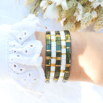 accumulation bracelets tendance perles plates en verre carrées japonaises miyuki or kaki blanc bijoux créateur france fait main