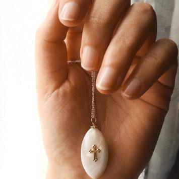 collier nacre croix talisman fait main bijoux créateur
