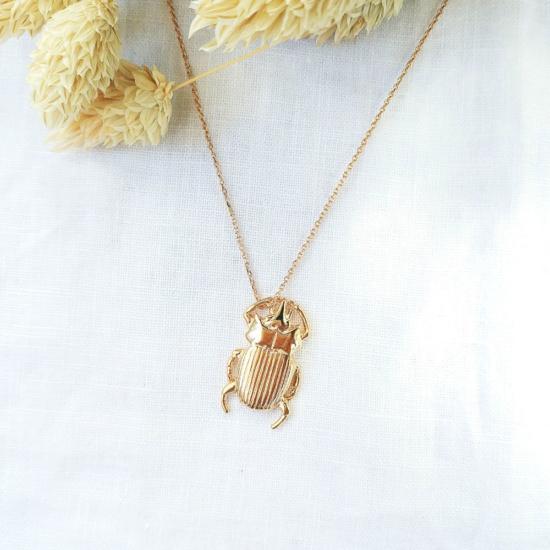 bijoux tendance collier plaqué or pendentif scarabée porte-bonheur