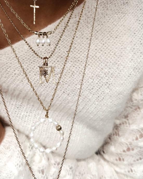 accumulation colliers plaqué or tendance pendentifs croix lettre initiale cercle perles bijoux créateurs fait main france