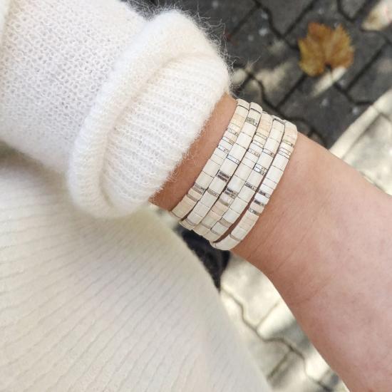 accumulation bracelets tendance perles plates en verre carrées japonaises miyuki argent gris blanc bijoux créateur france fait main