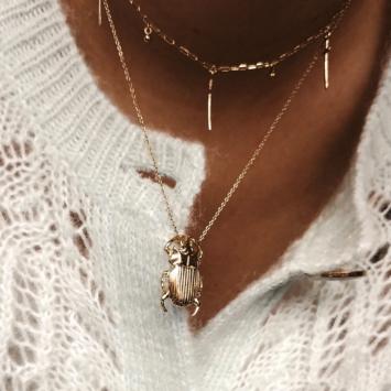 accumulation colliers plaqué or tendance pendentifs croix scarabée porte bonheur bijoux créateurs fait main france