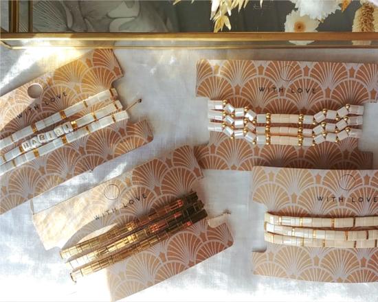 bracelets tendance perles plates en verre carrées japonaises miyuki or blanc beige bijoux créateur france fait main