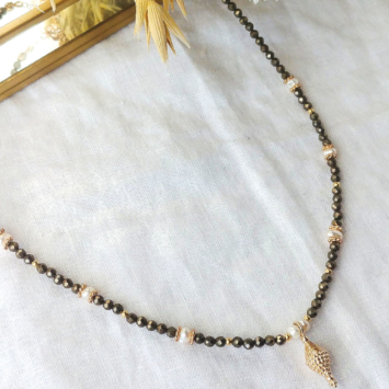 collier heishi pierre fine pyrite perle pendentif or bohème