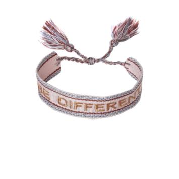 bijoux tendance bracelet brésilien coton tissé mot brodé be different avec pompons