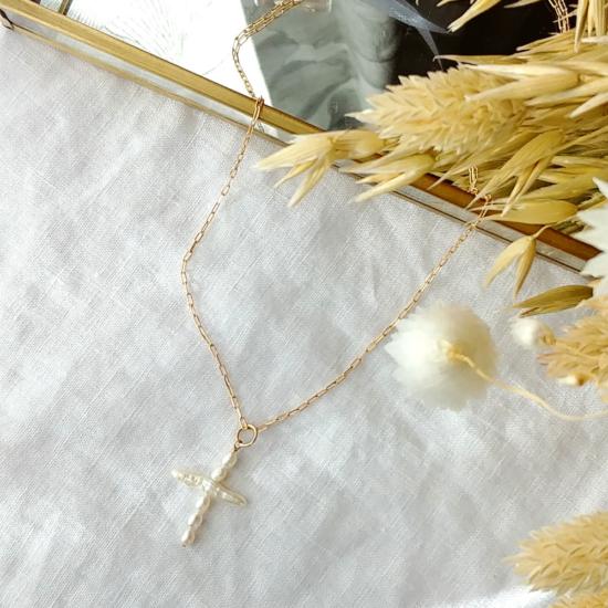 collier croix en perles d'eau douce fait main bijoux créateur