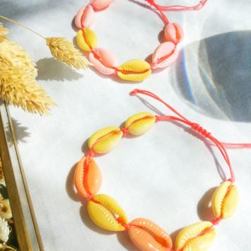 bracelets tendance coquillage cauri rose jaune fait main bijoux créateur