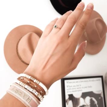 bijoux tendance bracelet brésilien coton tissé mot brodé girls avec pompons
