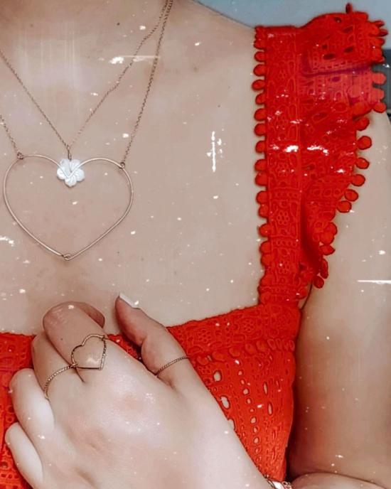 accumulation bohème colliers coeur et fleur en nacre bijoux or fait main bijoux créateur france